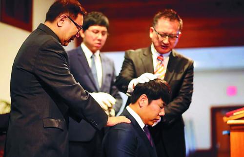 """""""죄 회개하고 신앙으로 초심 회복""""… 메이저리거 강정호 세례 받았다 기사의 사진"""