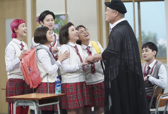 '아는 형님' 3주년… 높은 화제성으로 예능 간판이 됐다 기사의 사진