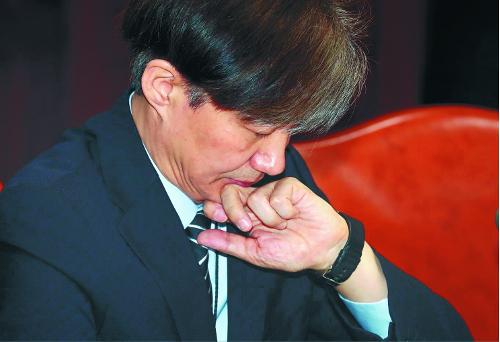 경질론 불길서 생환한 조국… 적폐청산·사법개혁 '가속' 기사의 사진