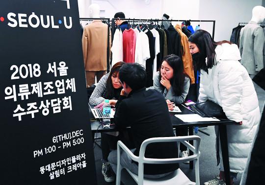 "[And 지역 리포트] ""장인과 디자이너 협업으로 봉제산업 활력 되찾아야"" 기사의 사진"