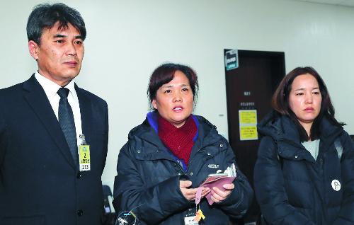 어머니 절규에도… '김용균법' 막판까지 애간장 태우는 정치권 기사의 사진