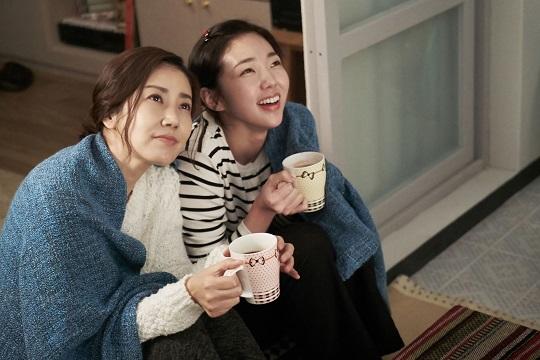 """유호정 """"8년 만의 복귀, 울 엄마 생각나는 얘기에 선뜻"""" [인터뷰] 기사의 사진"""