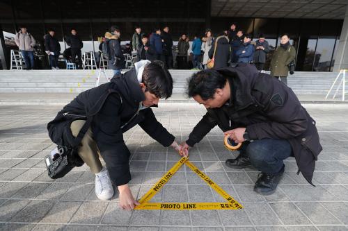 양승태, 檢 포토라인 설까… 오늘 대법원 회견 강행 '충돌' 예상 기사의 사진