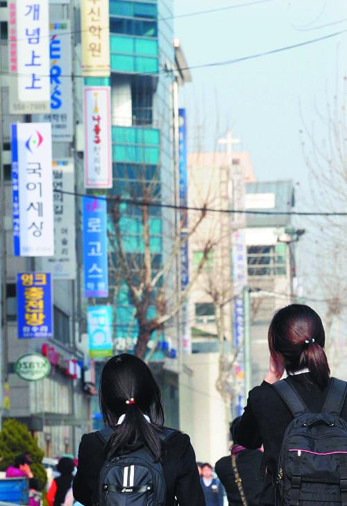 바벨탑 같은 '입시공화국' 모두 불행… 욕망의 굴레 벗어나야 기사의 사진