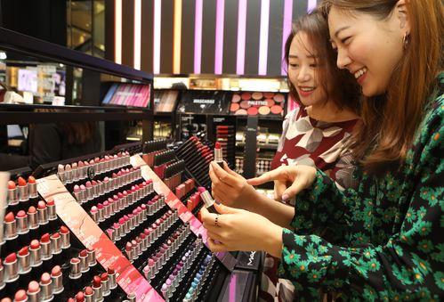 불경기 화장품 트렌드, 가성비 좋은 '색조' 기사의 사진