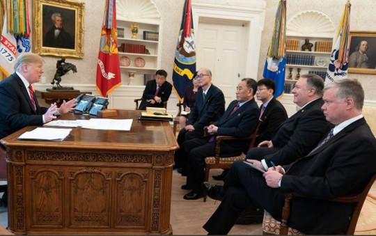 金·트럼프 내달 말 만남… '큰 틀 합의' 관측 기사의 사진