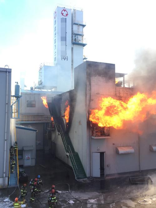 [포토] 울산 산업용 가스공장 화재 기사의 사진