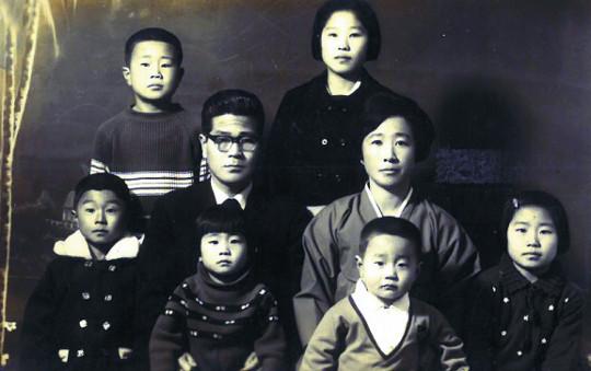 [역경의 열매] 송길원 (2) 빠듯한 살림에 여섯 형제들 헤어져 '학업 난민' 기사의 사진
