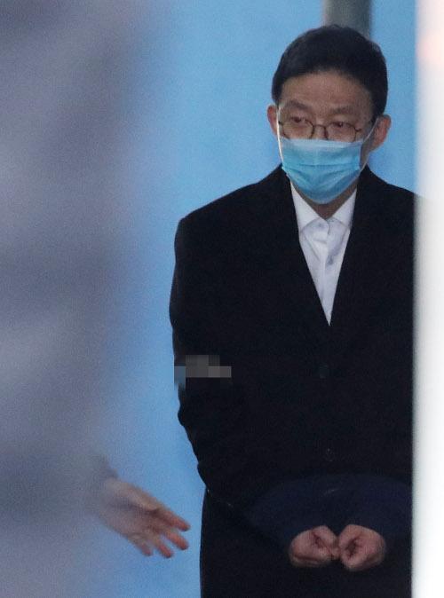 미투 촉발·인사 보복… 안태근 징역 2년 법정구속 기사의 사진