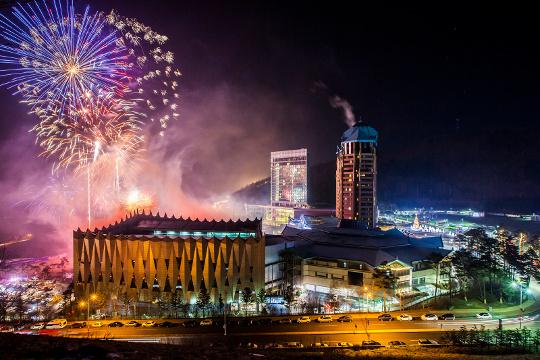 전통놀이 즐길까 불꽃쇼 보러 갈까 기사의 사진
