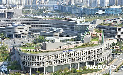 [단독] 청, 1조원대 공무원 복지포인트 과세 검토, 헌재·정부는 비과세 고수 기사의 사진