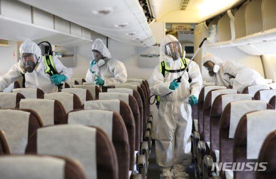 감염병 유행지 체류자, 제3국 경유땐 감염 여부 확인 어려워 기사의 사진