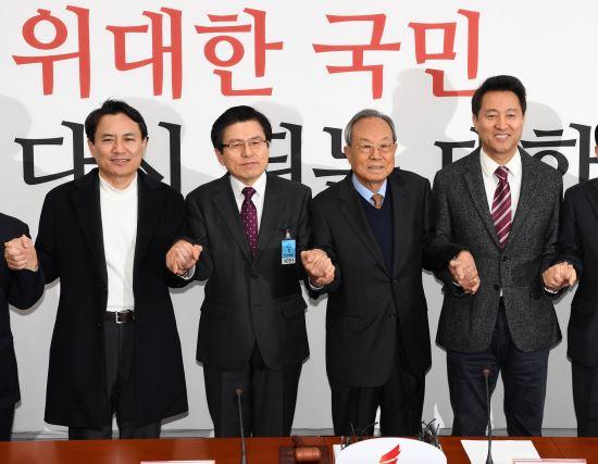 '황교안 대세론' vs '판 흔들기'… 대중 앞 호소력이 변수다 기사의 사진