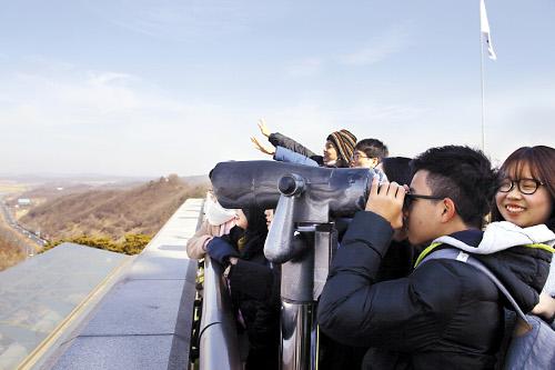 """""""저 너머가 북한땅인데…"""" 한·중·일 청년들 탄식 기사의 사진"""