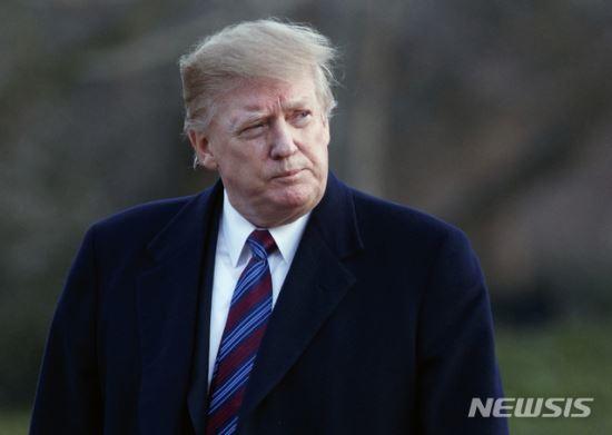 """트럼프 """"아베가 노벨평화상 후보로 나를 추천"""" 기사의 사진"""