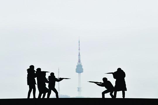 남산서울타워 앞 전쟁